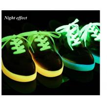 1 pora naktį šviečiančių, plokščių sportinių batelių raištelių. Batų aksesuaras