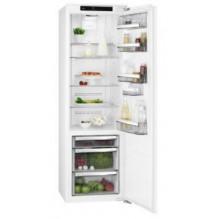 9000 serijos 177 cm aukščio montuojamas šaldytuvas AEG SKE818E9ZC, A++